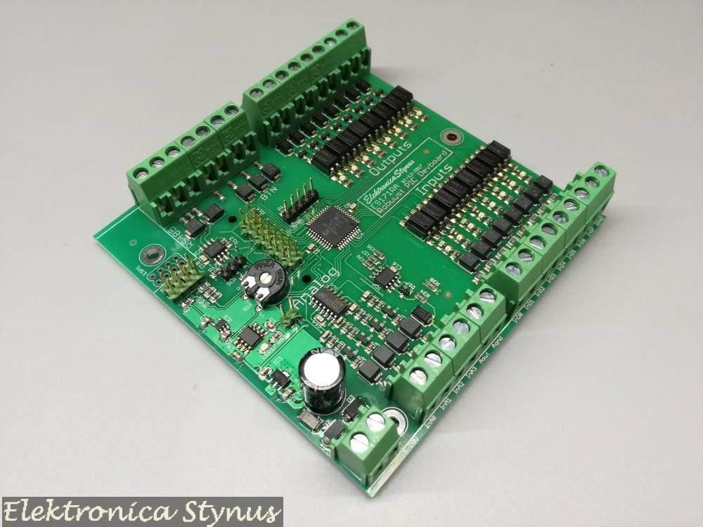 PIC microcontroller board